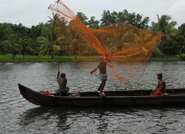 fishermen-vaikom-kerala