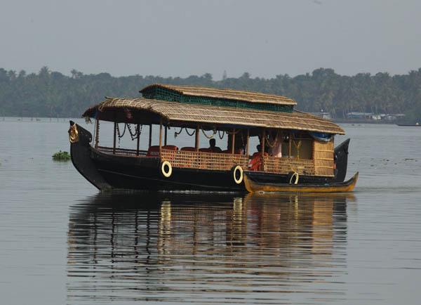 motor-boat-vaikom-backwaters-kerala