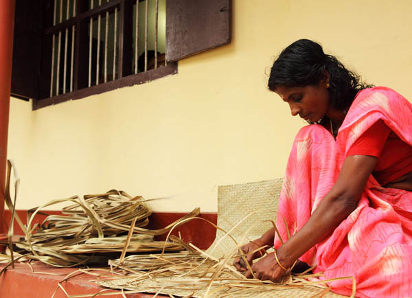 screw-pine-mat-weaving-vaiko-kerala