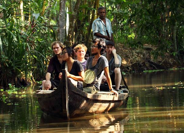 village-backwater-cruise-vaikom-kerala