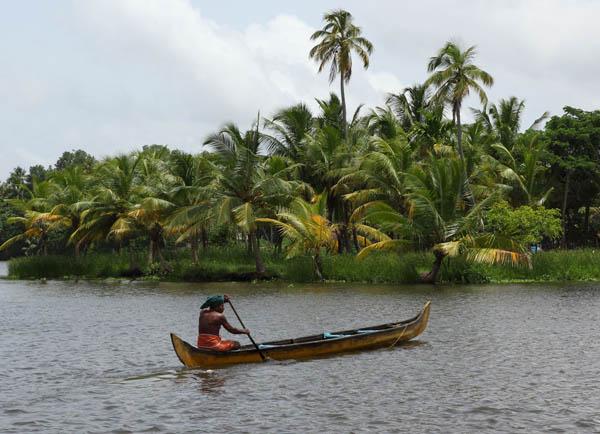 village-man-vaikom-backwaters-kerala