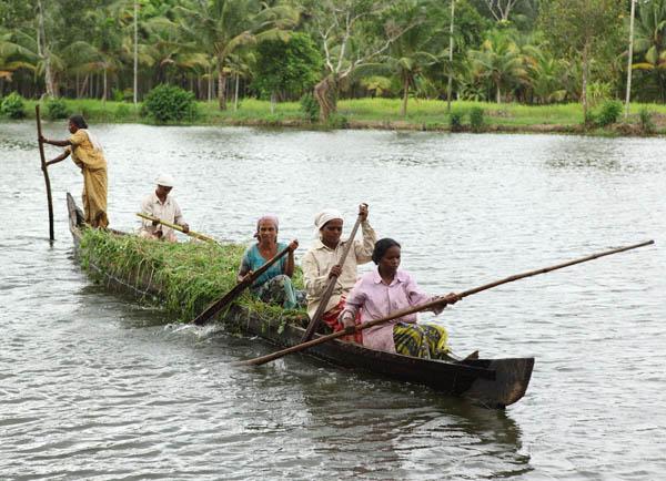 villagers-vaikom-kerala